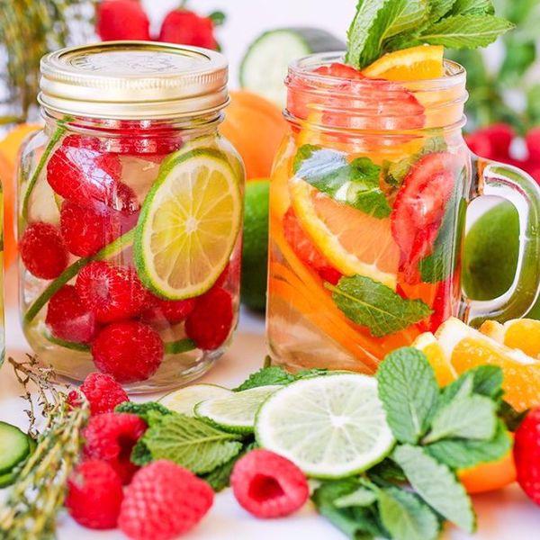 Долой газировку: 12 рецептов фруктовой воды для красоты и здоровья. Зачем покупать, если можно приготовить дома?