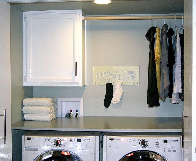 Slim idee om hemden te drogen:  een extra stag en kapstokken in de wasplaats.