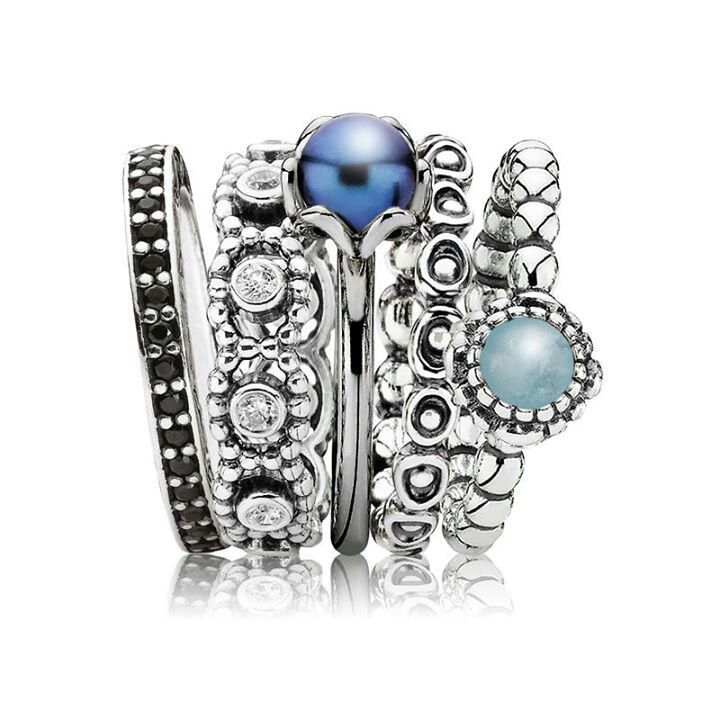 PANDORA. Beautiful Ring Stack in Shades of Blue.