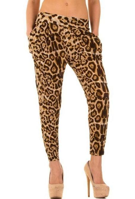 Boyfriend dames harem chino broek panter print bruin beige €9,99 XS/L Boyfriend dames harem chino broek panter print bruin beige beschikbaar voor €9,99 in een One size maat (34,36,38,40) in 2 kleuren.