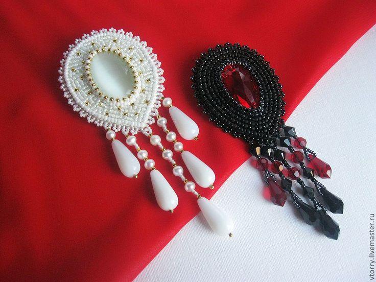 Купить Броши с подвесками - черный, брошь, украшения, брошь с подвесками, украшения из бисера, красный