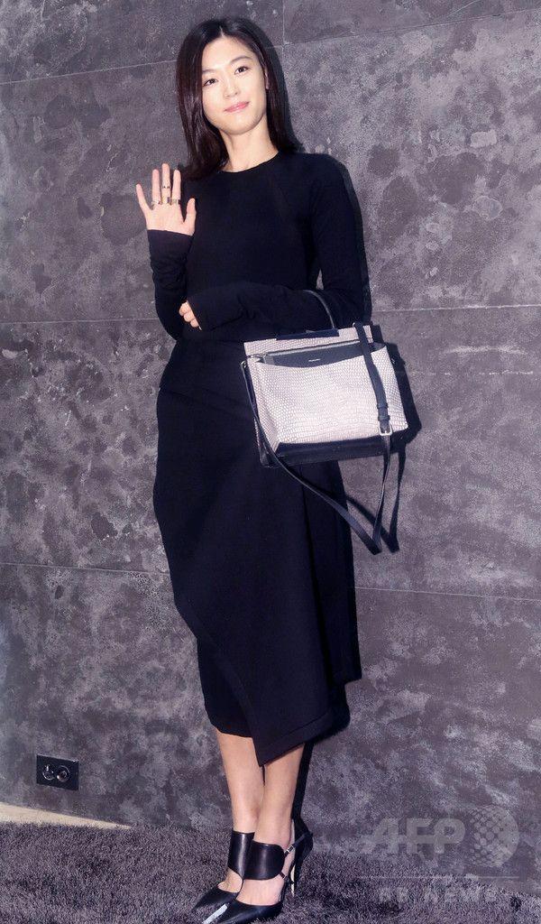 韓国・ソウル(Seoul)のロッテ百貨店(Lotte Department Store)で、写真撮影に臨む、女優のチョン・ジヒョン(Gianna Jun、2014年9月26日撮影)。(c)STARNEWS ▼30Sep2014AFP|チョン・ジヒョン、ロッテ百貨店でのイベントに登場 ソウル http://www.afpbb.com/articles/-/3027505 #Gianna_Jun #Jun_Ji_hyun #전지현 #全智賢