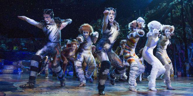 La comédie musicale Américaine Cats à Paris au Théâtre Mogador à l'automne 2015.
