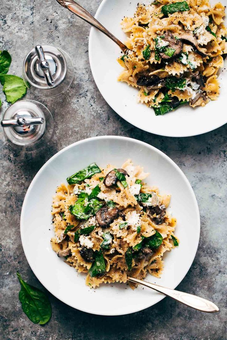 Date Night Mushroom Pasta with Goat Cheese - a simple, romantic meal involving white wine, mushrooms, spinach, pasta, and goat cheese! ♡