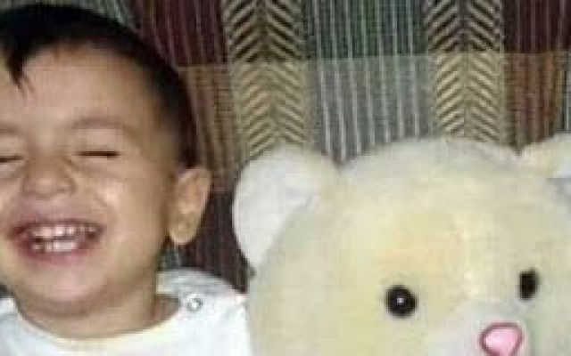 Internet invasa dalle foto del bimbo morto sulla spiaggia. Vergognatevi. Non penso sia necessario spiegarvi a che foto mi riferisco o la triste storia del bambino o quella in cui versano il padre e la possibile famiglia. Voglio parlare del solito stupido, ipocrita, schif #siria #attualità #cronaca