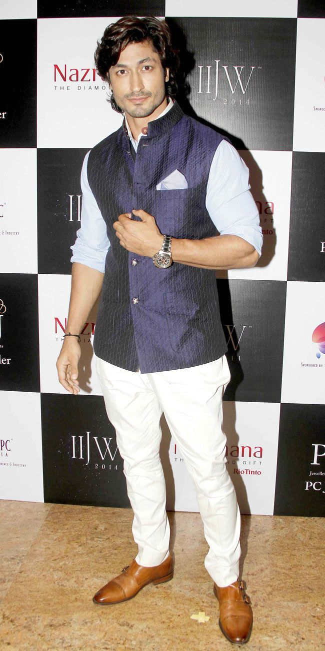 Vidyut Jamwal at the Indian International Jewellery Week 2014. #Style #Bollywood #Fashion #Handsome #IIJW