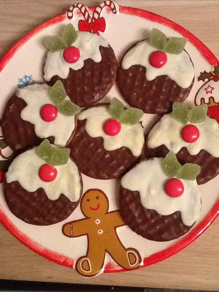 Christmas Pudding Biscuits-these would be fun for the elf to make