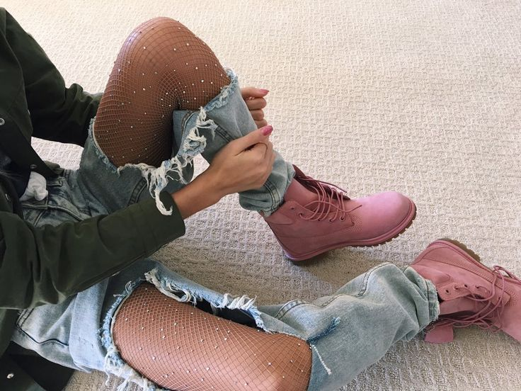 Pia Mia | Sparkle tights | pink timbs | ripped jeans