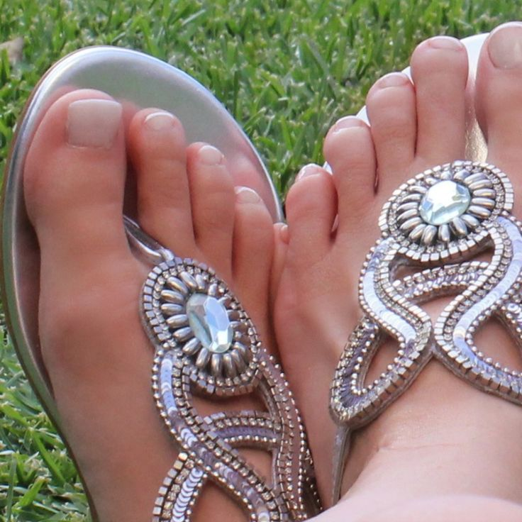 Stunning hand beaded sandals and what's even better...they are interchangeable #traveltheworldinshoesyoulove #travelbloggers #girlsthattravel #slinks