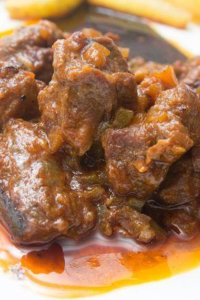 Hoy traigo una deliciosa carne al toro o ragut de ternera en olla express, una carne tierna, sabrosa y con una salsita de toma pan y mo...