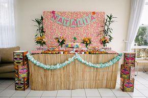 A nossa aniversariante de hoje sempre pensounos temas das suas festinhas de aniversário. Fofo isso, né?Então, quando ela viu um vídeo de músicas japonesas gravado no Havaí,não teve dúvida: esse era o tema perfeito para o seu aniversário de 6...