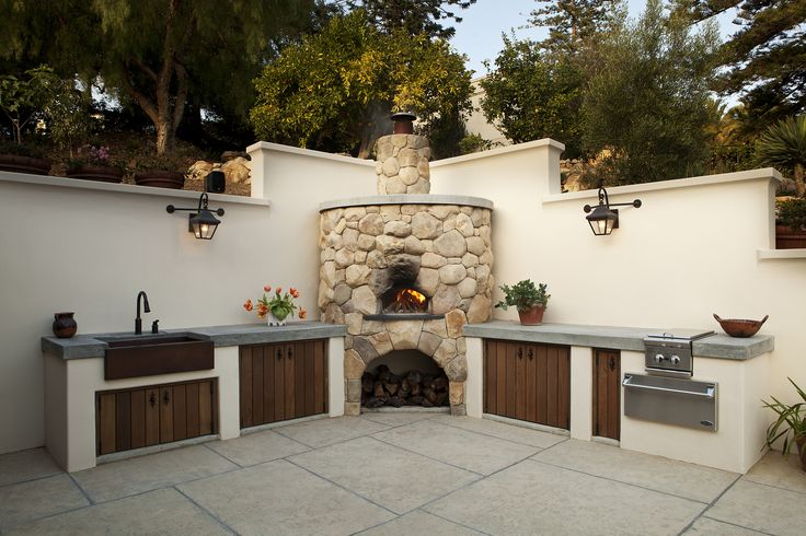 Outdoor Kitchen with pizza oven by Poirier + Associates Architects