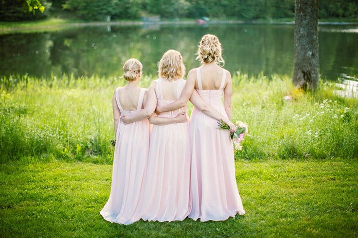 Love these pale powder pink bridesmaidsdresses!   Photography by Jenny Drakenlind   