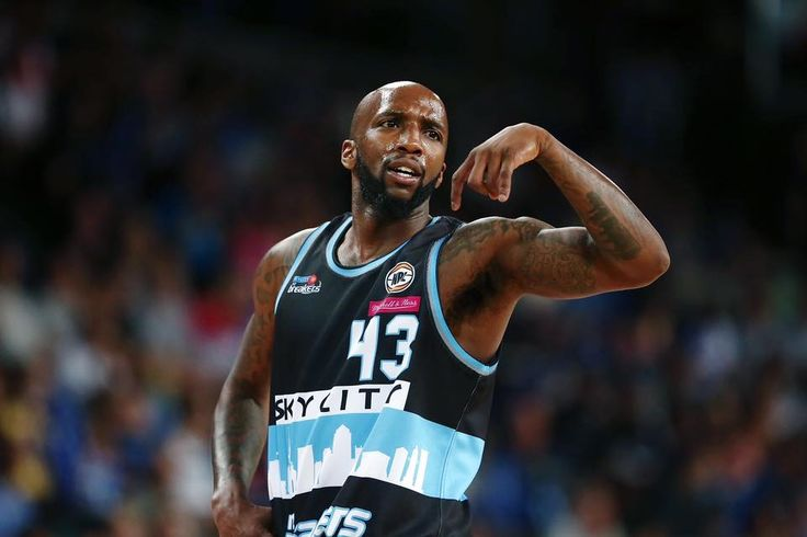 BREAKERS WIN!!!!! Dillard nails a solid 2 right on the clock to beat Brisbane Bullets 84-82 in a nail biter how good is this guy.