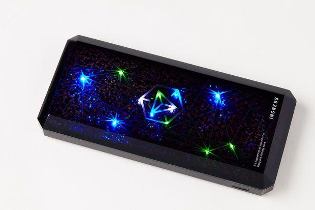 バッテリー喰らいで知られるGoogleの実世界陣取りゲームIngressと、モバイルバッテリーの雄 cheeroがコラボレーションモデル CHEERO×INGRESS モバイルバッテリー 12000mAh (仮称)を発表しました。12月13日に東京で開催されたIngressの公式ライブ