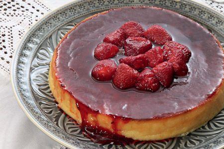Μελόπιτα με γλυκό φράουλα - Traditional melopita (pie from fresh cheese) with strawberry preserve