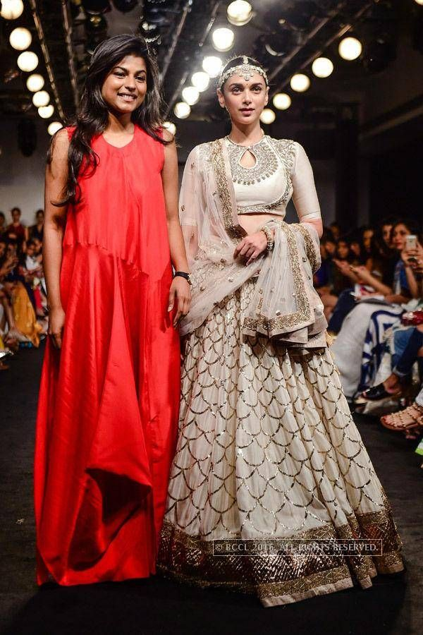 Actress Aditi Rao Hydari walks the ramp with designer Jayanti Reddy on Day 3 of the Lakme Fashion Week 2016 held in Mumbai - Photogallery