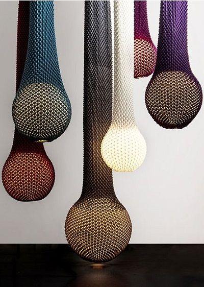 Ariel Zuckerman es un diseñador de Tel Aviv que, entre otros objetos del mobiliario doméstico, ha explorado las posibilidades estéticas de las lámparas. Pues bien, en ese apartado, en colaboración …