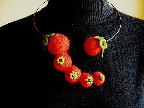 dielko / plstený náhrdelník