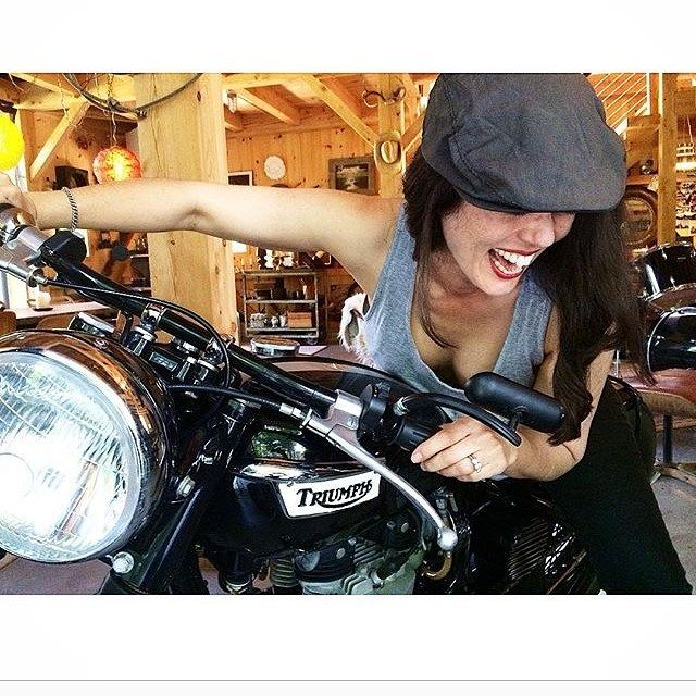 @mpgmotozen looks like she's loving life in this pic. I feel like I might have the same look on my face when I jump onto my Bonnie. #Triumph #TriumphBonneville #Bonneville #TrueNorth #LiveFree #Thruxton #ThruxtonR #Scrambler #TriumphScrambler #Classicbikes #caferacer #ridefree #babesandbikes #CleanPipesSaveLives #TriumphCanada #motorcycle #freedom #girlsthatride #Livethelifeyoulove #Lovethelifeyoulive #gentlementhatride #twowheelsforthesoul #BritishMoto #triumphgirl #WearetheNorth…