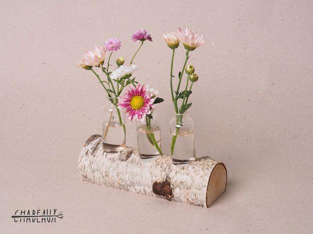 Jedes angebotene Produkt ist ein von Tischlerhand angefertigtes Unikat.  Dieses Angebot umfasst exakt das auf den Bildern angebotene Einzelstück.  Dieser individuelle Vasenhalter ist aus einem...