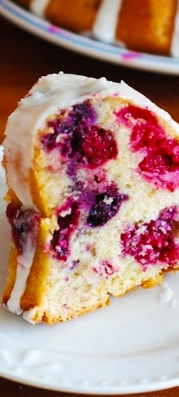 Mixed berry bundt cake with blueberries, blackberries, and raspberries with lemon glazing! #berry_desserts #berry_cake