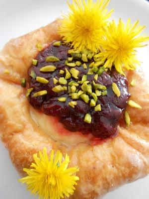 Plunder mit Vanille ~ Quark ~ Pudding, Kirschen & Pistazien von http://www.kuechenplausch.de/profile/verbotengut