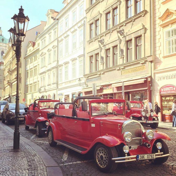 Prag'da ���� klasik arac �� turlariyla gecmisi daha da yakindan hissedin ☺️ ------------------------------ Feel the past closer ☺️ by a vintage rental car �� at your Prague ���� tour. #pragueoldcars #vintage #gezi #geziblog #geziyorum #geziyoruz #gezilecekyerler #birgunyine #tatil #seyahat #travel #travelgram #prague #praha http://tipsrazzi.com/ipost/1521803161554248046/?code=BUeh-megeFu
