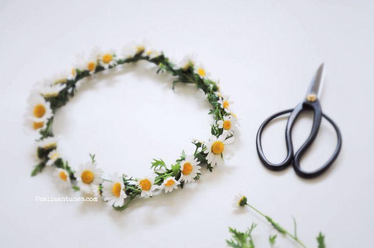 Marguerite hair wreath