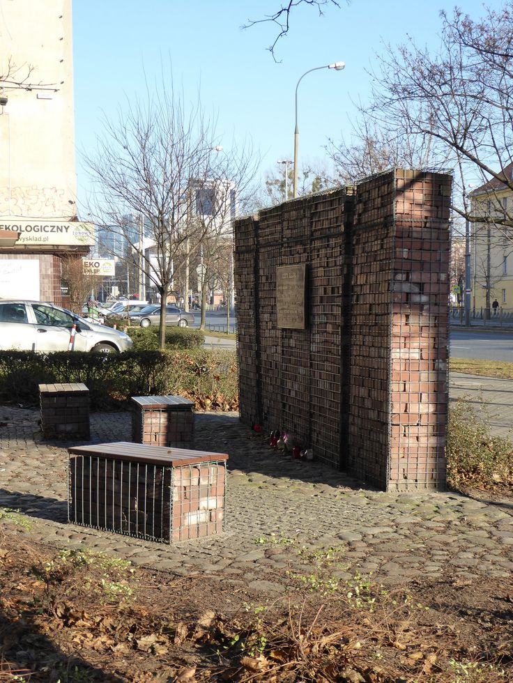 """Reduta Kaliska - a small square at the intersection of Kaliska and Grójecka streets commemorates the Polish partisans who defended the so-called """"Kalisz stronghold"""" in the Ochota district during the Warsaw Uprising of 1944...."""