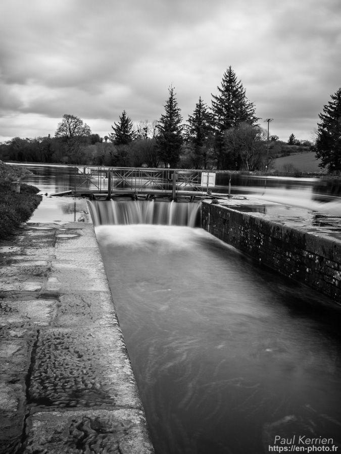 à l'écluse du Gwaker sur le canal de Nantes à Brest  - à Saint-Goazec   © Paul Kerrien 2018 https://en-photo.frFinistère Bretagne