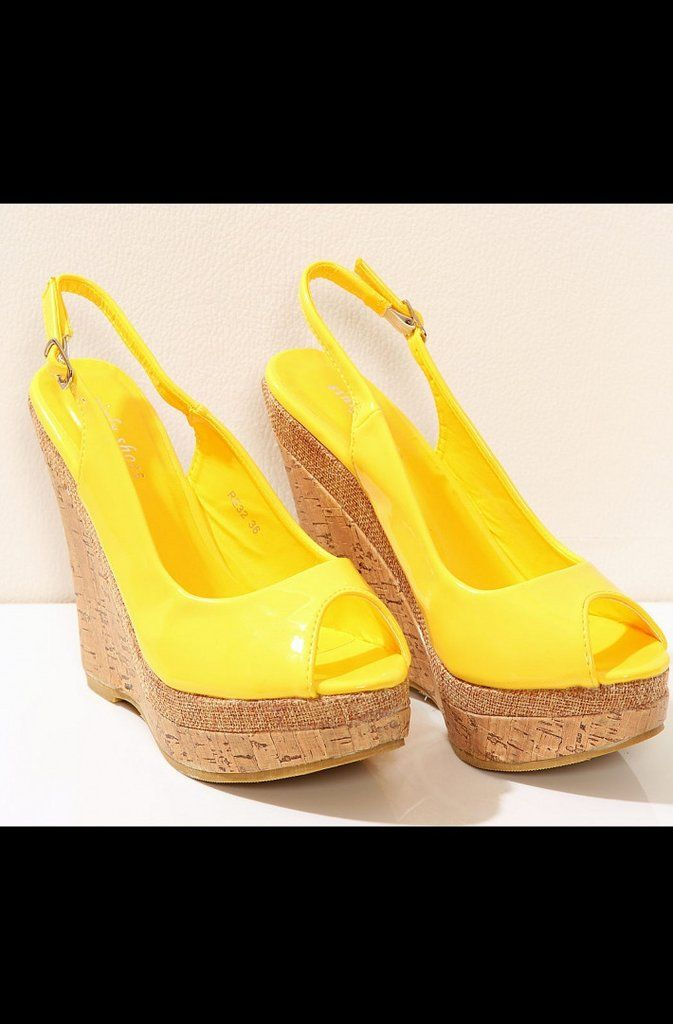 Lacquered sandals with high buskin and stripes - yellow