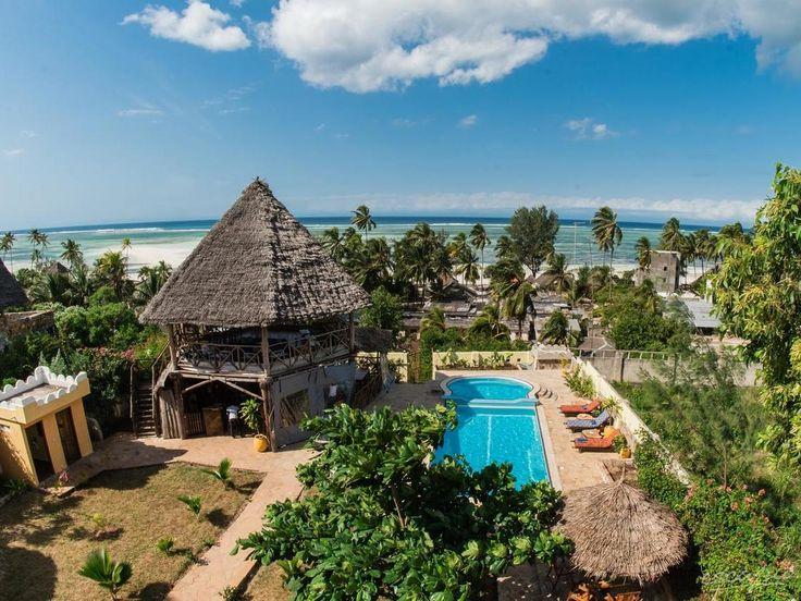 Zan-View Hotel in Kiwengwa, Tansania: Das Hotel liegt nur 100 m vom traumhaften und breiten Sandstrand der Insel Sansibar entfernt, feiner weißer Sand, gesäumt von Palmen. - #seaview #tanzania #nature #travel #vacation #escape #trip #destinations #reisen