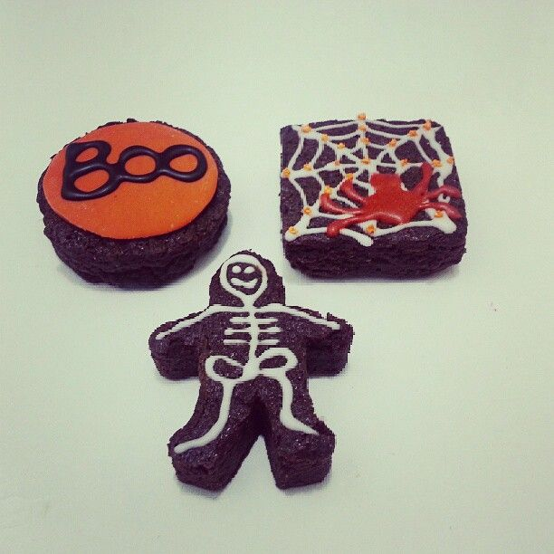 Ya probaste los #brownies melcochudos con diseños de #Halloween ? Haz tus pedidos en #SoSweet - #PasteleriaSoSweet en #Bogota 317 657 5271 (1) 625 1684 o visítanos en #Cedritos en la Cra 11 No. 138 - 18. Síguenos también en www.Facebook.com/PasteleriaSoSweet Twitter: www.twitter.com/sosweetchef Pinterest: www.pinterest.com/sosweetcol e Instagram: @PasteleriaSoSweet