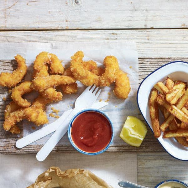 This age old classic scampi recipe gets a little makeover with fresh prawns and homemade chips.