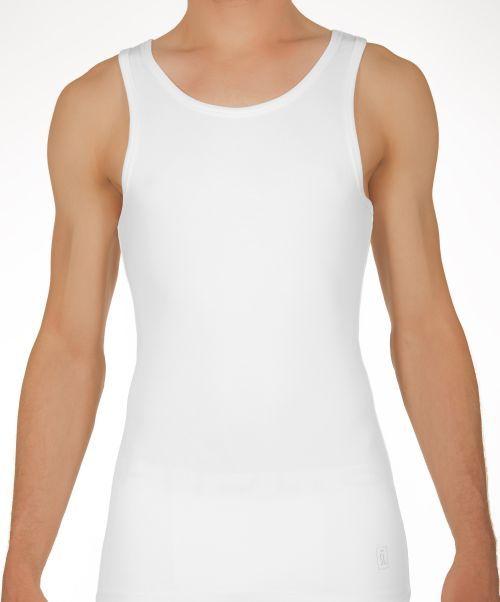 St. Marcel tanktop. Saint Basics heeft dit hemd voor mannen speciaal ontworpen om onder een overhemd te dragen. Wit, 2 stuks in een verpakking, te koop bij Fair Basics.