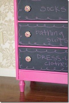 really cute idea for kids- chalkboard drawers: Dressers Drawers, Chalkboards Paintings, Chalkboard Paint, Dressers Transformers, Chalk Boards, Little Girls Rooms, Great Ideas, Dressers Ideas, Kids Rooms