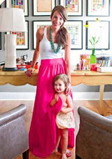 loving the long skirt, casual tank, chunky necklace