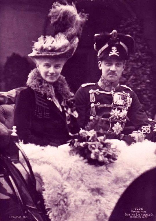 Duchesse de Cumberland, née princesse Thyra de Danemark 1853-1933 et son fils Ernst August III de Hanovre, duc de Brunswick et de Lünebourg 1887-1953