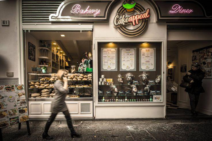 La Bakery è un laboratorio di creatività, dove ogni giorno si sfornano dolci artigianali: l'invitante profumo di cupcake, muffin e macaron, il gusto pieno di torte spettacolari spingono ad una convivialità tutta nuova! #yum #dessert #redvelvet #oreocake  #travelblog #lifestyleblog #foodblog #styleblog #newblog #sweet #naples #travelpic #travelphoto #beautiful #italy #travelgram #mytravelgram #travelphoto #travelpic #foodporn #yum #dessert #patisserie #adorable #cute #bakery #foodporn