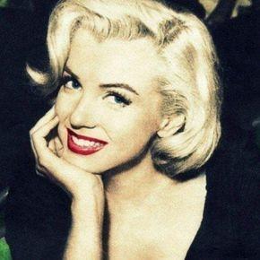 """""""Eu acredito que tudo acontece por uma razão. As pessoas mudam para que você possa aprender a viver sem elas, as coisas dão errado para que você possa apreciá-los quando eles dão certo. Você acredita numa mentira pra você aprender a não confiar em ninguém além de você mesmo. E as vezes as coisas boas desmoronam para coisas melhores acontecerem."""" — Marilyn Monroe"""