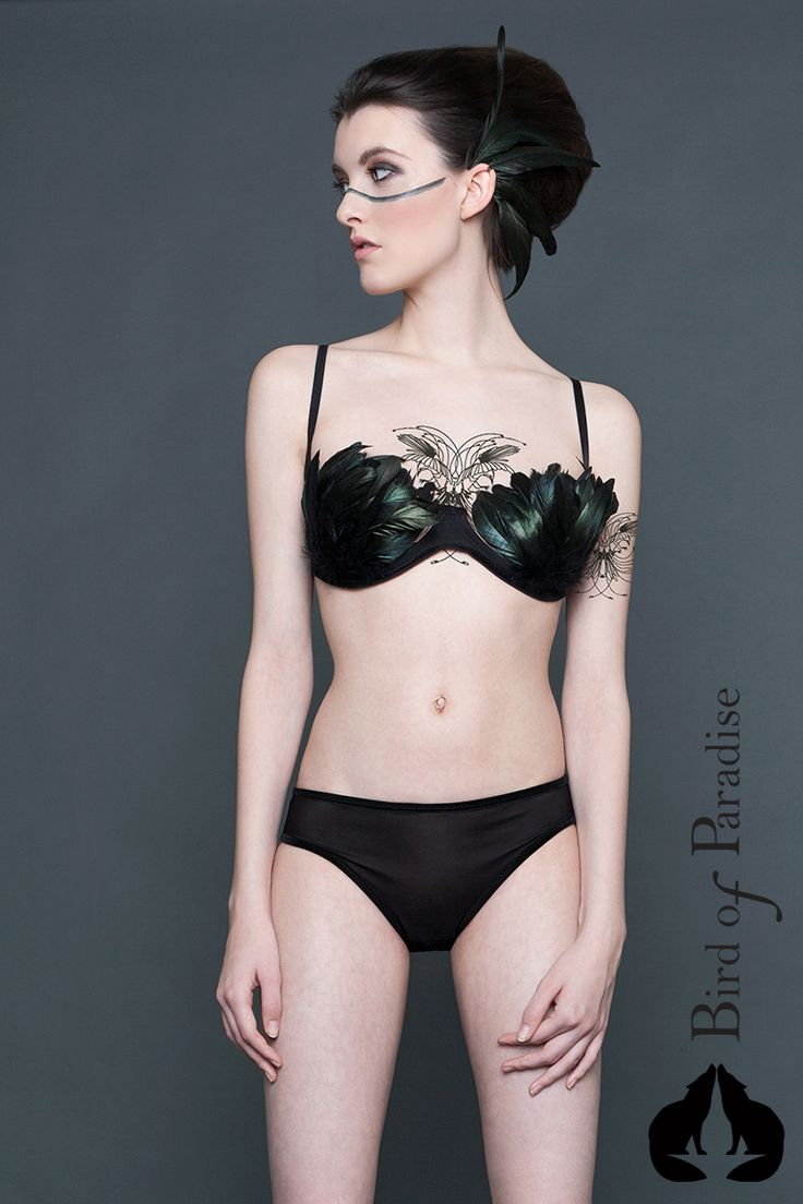 Design: www.marievangils.be Photographe: StreetglamsMarta Hurtado Photography Model: Sharon Boucquez MUA: Make-up by Liesbeth  #NewCollection #lingerie #Belgique #Bird #plumes #Paradise #fashion #stvalentin