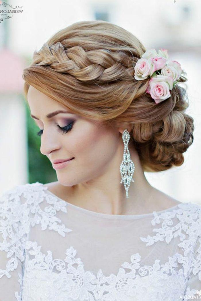 peinados-boda-pelo-recogido-novia-hermosa-trenza-grande-pelo-rubio-rosas-en-el-pelo