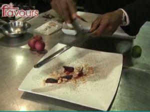 Deze salade van gepofte rode bietjes en cashewnoten is een heerlijk recept van Ramon Beuk, gemaakt voor de fairflavours campagne van fairfood. De cashewnoten die hij gebruikt zijn op een duurzame wijze verbouwd, echt fairfood dus. De salade serveren als voorgerecht of als een lichte lunch.