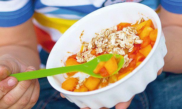 O crumble de fruta é uma sobremesa que combina a fruta com os flocos e o mel. Esta receita tem um toque exótico.