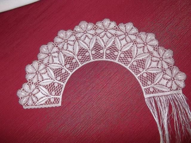 bobbin lace crescent