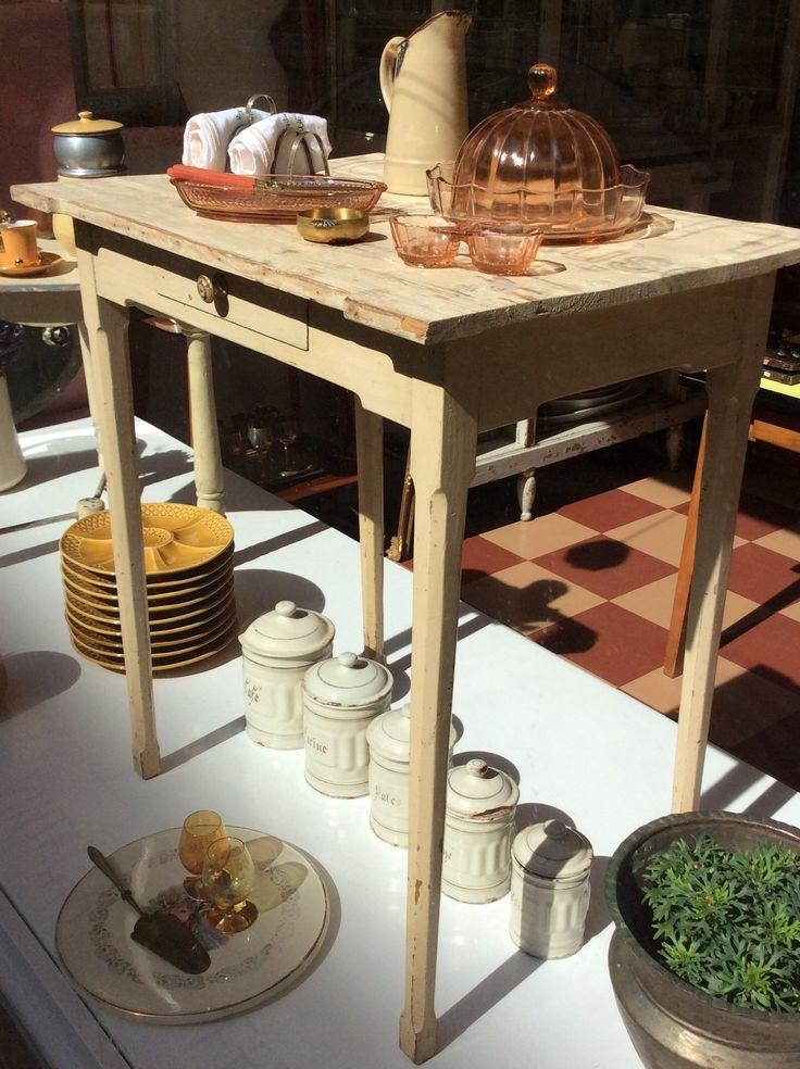 vetolaatikollinen puupöytä . korkeus 70cm . leveys 65cm . syvyys 47cm . @kooPernu
