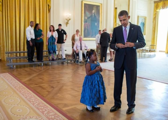 """This isn't news, but it is freaking adorable. Here's the official White House caption: """"President Barack Obama writes a school excuse note for Alanah P ..."""