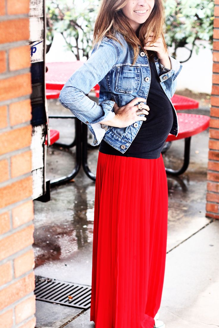 though I'm not pregnant but I love the color combination of the jeans jacket and the red maxi dress...bold look