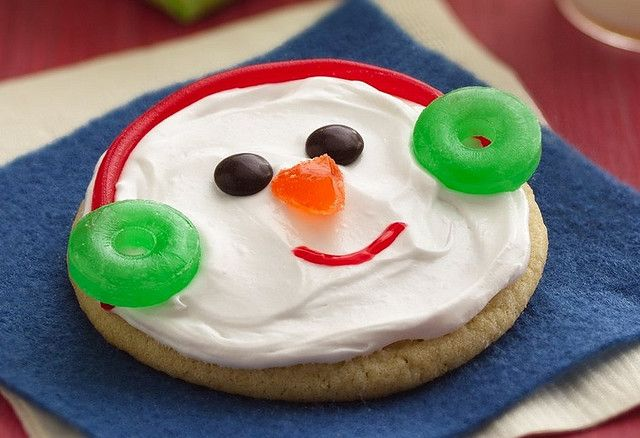 Easy snowman Christmas cookies.  The secret:  Life Savers earmuffs.